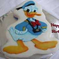 2.5 Kg Donald Duck Shape Cake