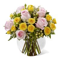 Yellow Pink Roses Vase 18 Flowers