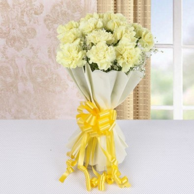 15 Yellow Carnations