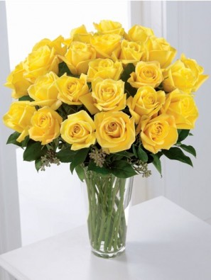 24 yellow rose in glass vase