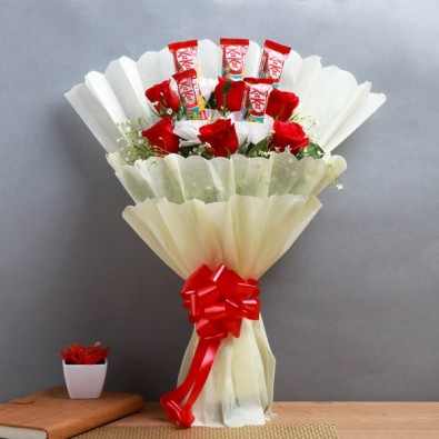 6 Red Roses and 5 Kitkat (13.2 gm) Chocolates Bouquet