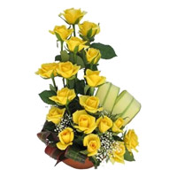 Yellow Roses Basket 18 Flowers